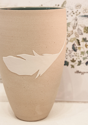 gobelet plume porcelaine ceramique design geraldine k ceramiste